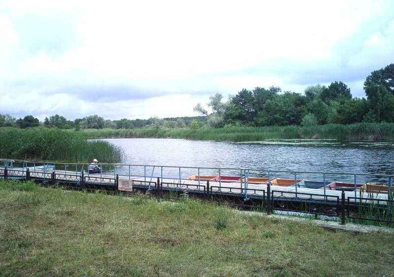 Пруд базы Битюг с лодками